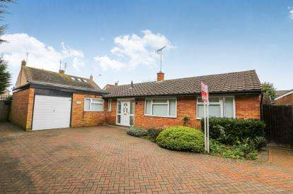 3 Bedrooms Bungalow for sale in Richmond Road, Westoning, Bedford, Bedfordshire