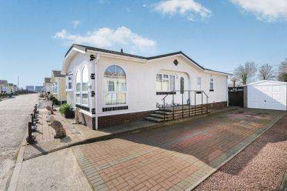 2 Bedrooms Bungalow for sale in Redhill Lane, Watton, Thetford