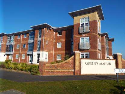 2 Bedrooms Flat for sale in Elizabeth Court, King Edward Avenue, Lytham St Annes, Lancashire, FY8