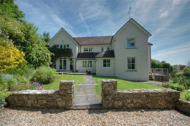 5 Bedrooms Detached House for sale in Four Hedges, Castle Hill, Llanblethian, CF71 7JB