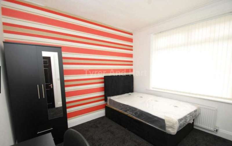 4 Bedrooms House Share for rent in Romer Road, Liverpool