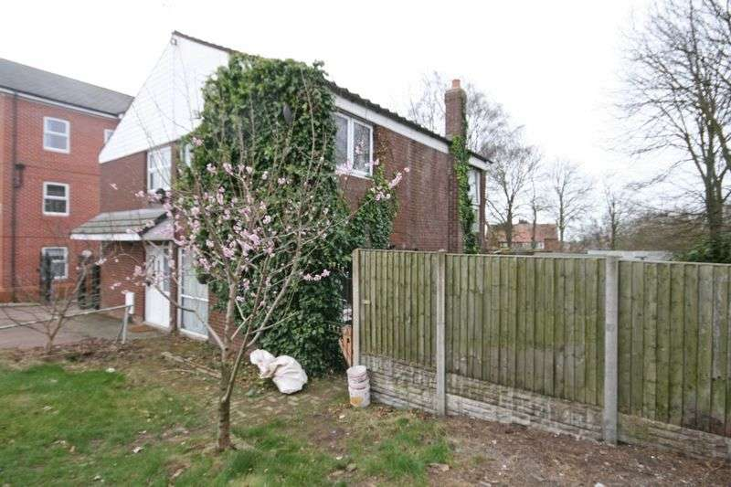 3 Bedrooms Semi Detached House for sale in Queensway, Poulton-Le-Fylde