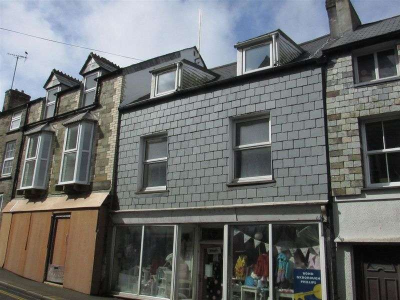 3 Bedrooms Flat for sale in Fore Street, Camelford
