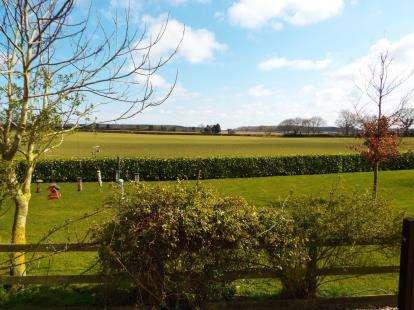 2 Bedrooms Bungalow for sale in Edgefield, Melton Constable, Norfolk