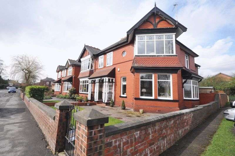 5 Bedrooms Semi Detached House for sale in Rochdale Road East, Heywood