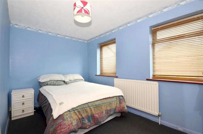 2 Bedrooms Semi Detached House for sale in Maltings Close, Hadlow, Tonbridge, Kent