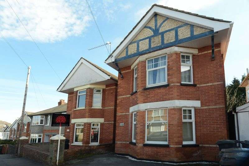 3 Bedrooms Detached House for sale in Spacious Extended Three Bedroom Detached House with Large Kitchen Diner and South Facing Garden
