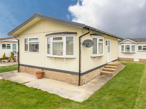 2 Bedrooms Detached Bungalow for sale in Spilsby Road, Horncastle, Lincolnshire