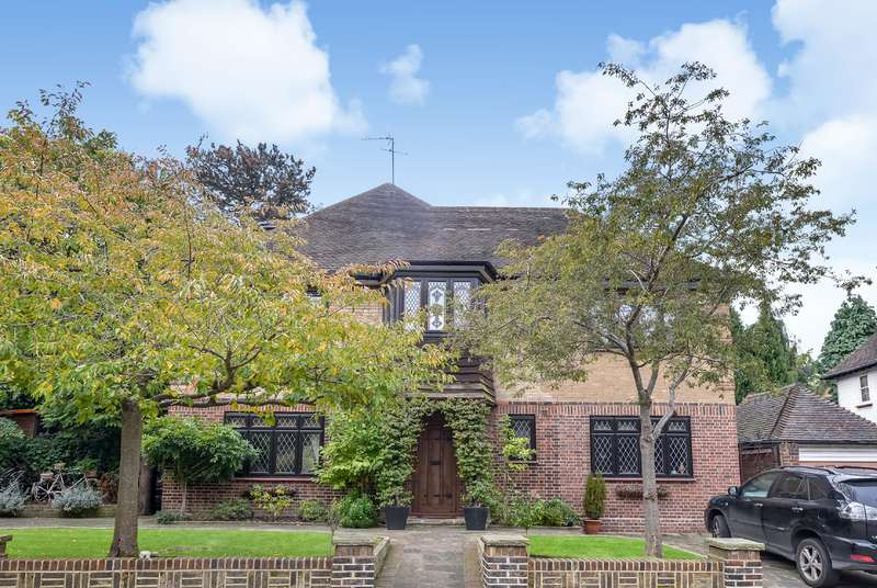 7 Bedrooms Detached House for sale in Cedars Close, Hendon