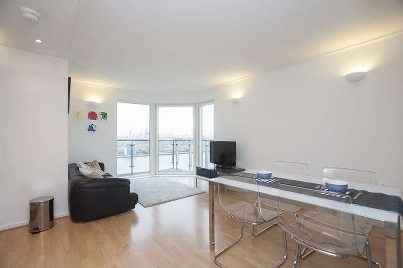 2 Bedrooms Flat for sale in Hutchings Street, London, London, E14
