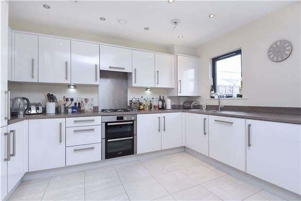 4 Bedrooms Terraced House for sale in Cairns Place, London, SW16