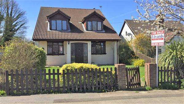 4 Bedrooms Detached House for sale in Maidstone Road, Chatham