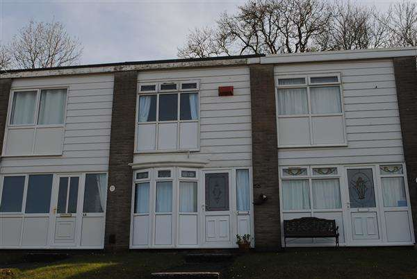 2 Bedrooms Terraced House for sale in 70 Freshwater Bay Holiday Village