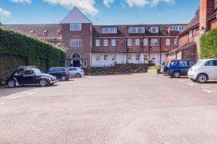 2 Bedrooms Flat for sale in Southover Place, Spring Lane, Burwash, Chartwell
