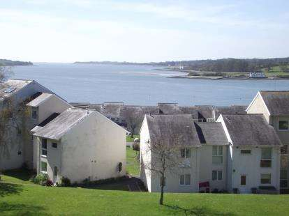 3 Bedrooms Maisonette Flat for sale in Ffordd Garnedd, Y Felinheli, Gwynedd, North Wales, LL56