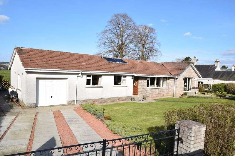 4 Bedrooms Detached Bungalow for sale in Well presented Spacious Detached Bungalow.