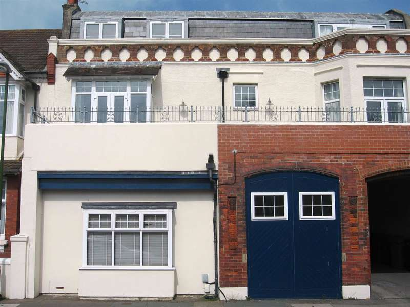 2 Bedrooms Property for sale in Crox House, Western Road, Shoreham