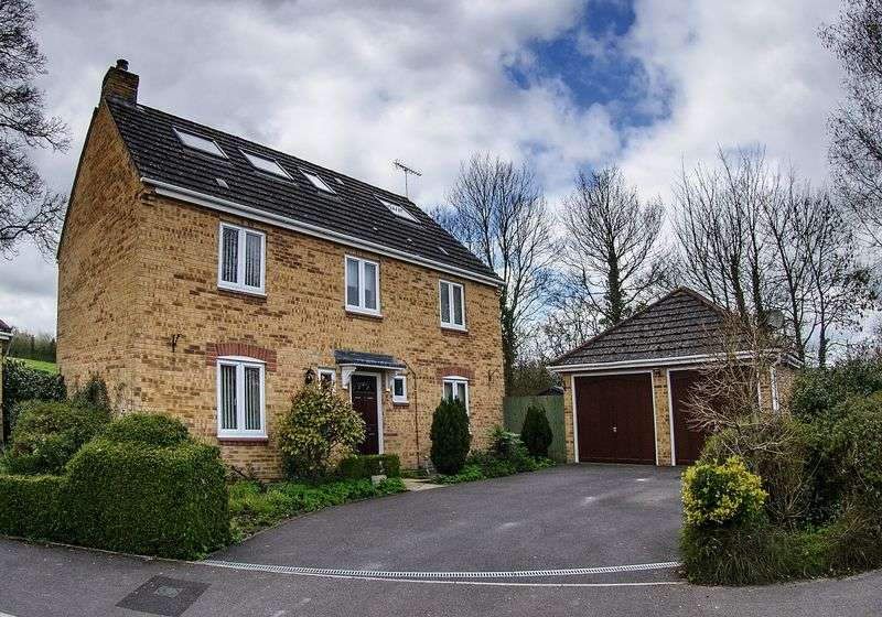 5 Bedrooms Detached House for sale in Haygrove Close, Warminster