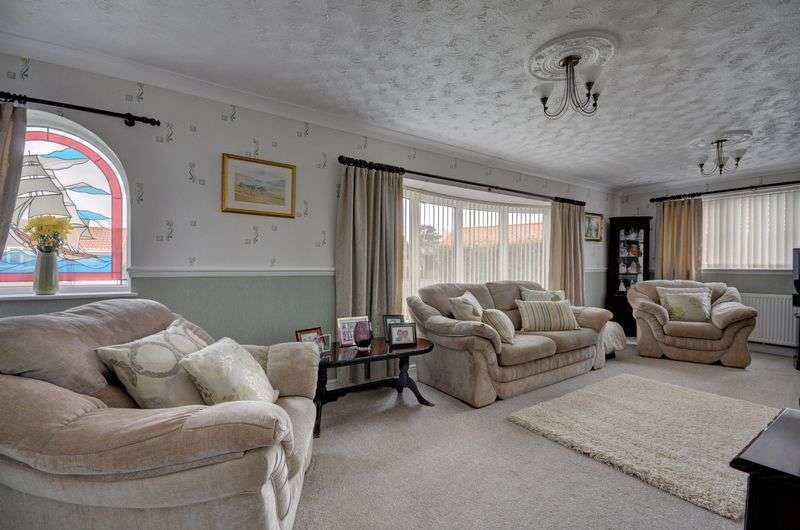 2 Bedrooms Property for sale in Heather Drive, Whitby