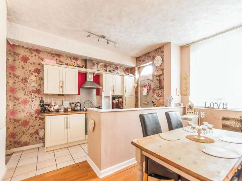 3 Bedrooms Property for sale in Montgomery Street, Oldham, OL8