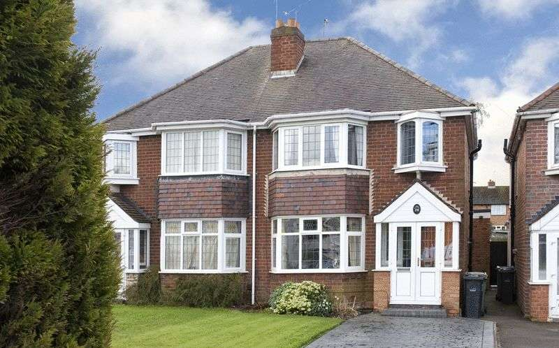 3 Bedrooms Semi Detached House for sale in Dudley Road, Kingswinford