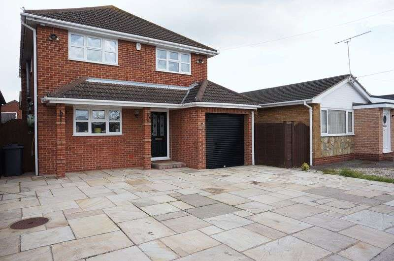 4 Bedrooms Detached House for sale in Beach Road, Canvey Island