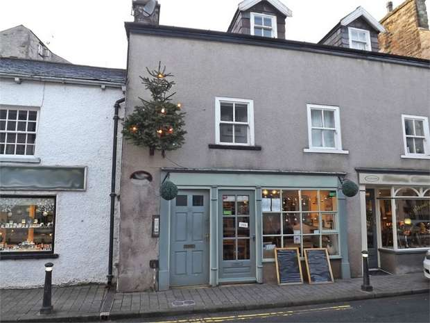 2 Bedrooms Flat for sale in 36 Main Street, Kirkby Lonsdale, Carnforth, Cumbria
