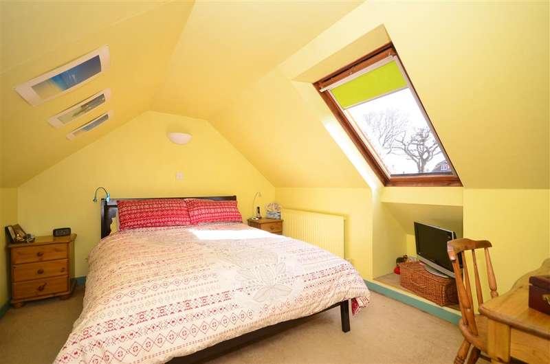 3 Bedrooms Bungalow for sale in Oak Lane, Broadbridge Heath, Horsham, West Sussex