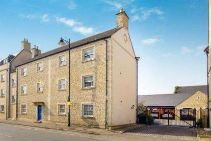 3 Bedrooms Flat for sale in Prince Court, Tetbury, Gloucestershire
