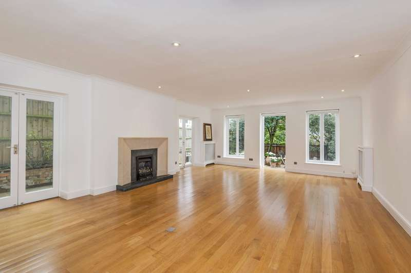 3 Bedrooms Flat for sale in Denning Road, Hampstead