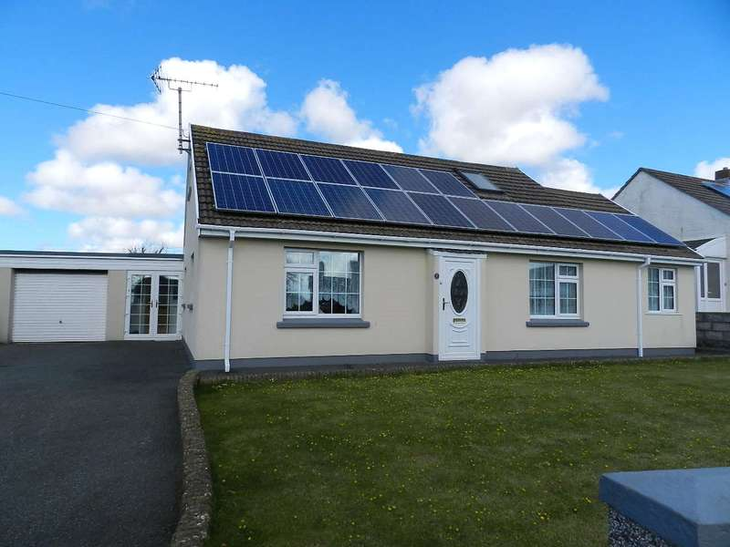 2 Bedrooms Detached Bungalow for sale in Church Road, Roch, Haverfordwest