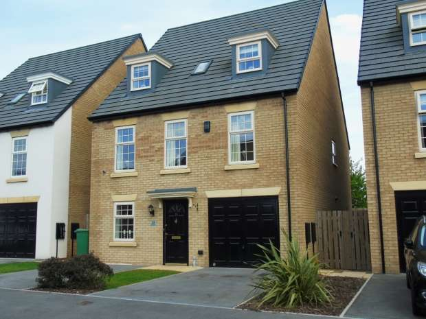 4 Bedrooms Detached House for sale in Renison Avenue Colton Leeds