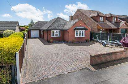 3 Bedrooms Bungalow for sale in Wickford, Essex, .