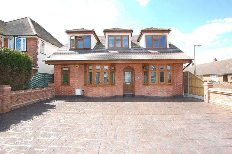 5 Bedrooms Detached House for sale in Blackshots Lane, North Grays