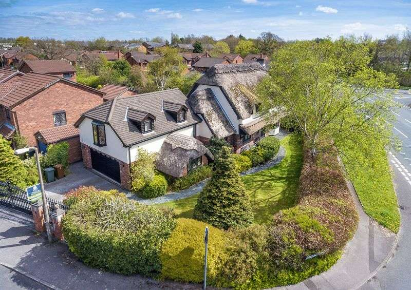 5 Bedrooms Detached House for sale in Cam Wood Fold, Clayton-Le-Woods, PR6 7SD