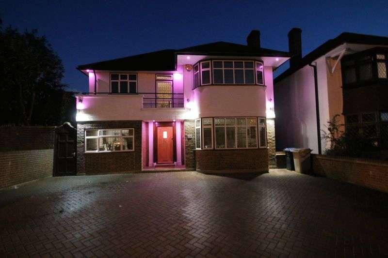 4 Bedrooms Detached House for sale in Sudbury Court Road, Harrow