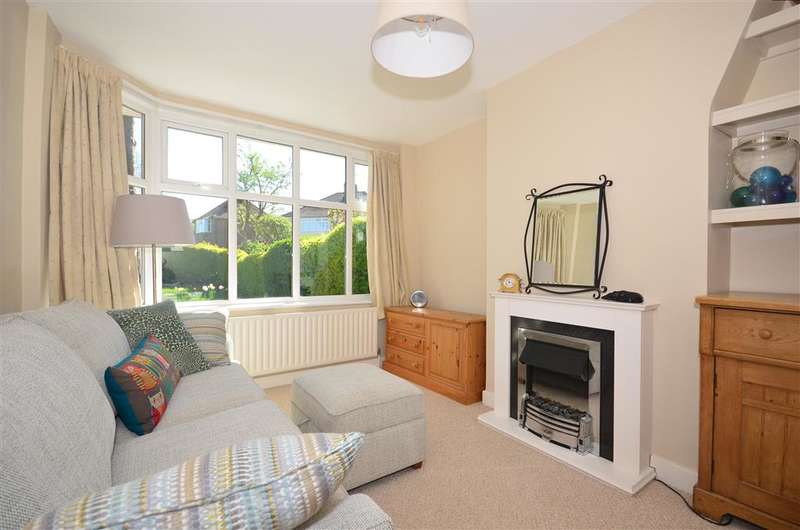 3 Bedrooms Semi Detached House for sale in Hitchings Way, Reigate, Surrey