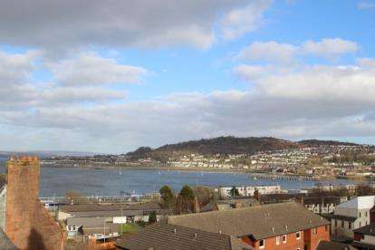 2 Bedrooms Flat for sale in Castle Gardens, Gourock