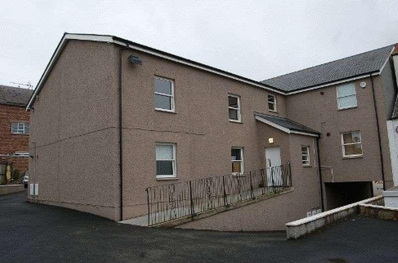 2 Bedrooms Flat for sale in St Leonard Street, Lanark