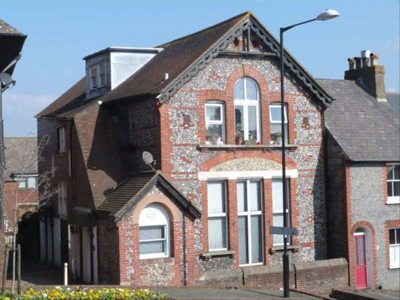 2 Bedrooms Flat for sale in Little East, Lewes