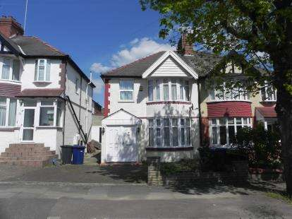 3 Bedrooms Semi Detached House for sale in Lyndhurst Avenue, London