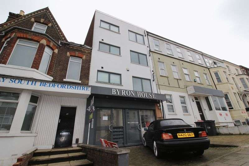 2 Bedrooms Flat for sale in Cardiff Road, Luton