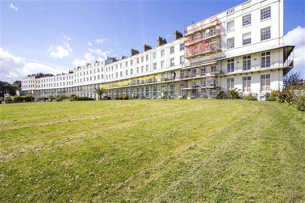 6 Bedrooms Terraced House for sale in Royal Crescent, Ramsgate