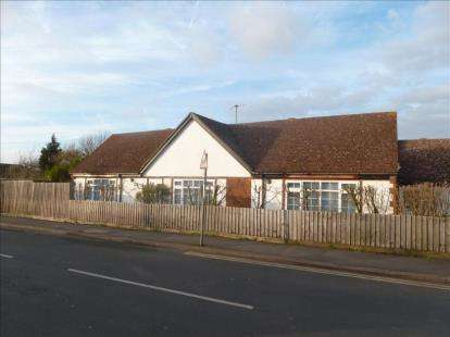 6 Bedrooms Bungalow for sale in Wymington Road, Rushden, Northamptonshire