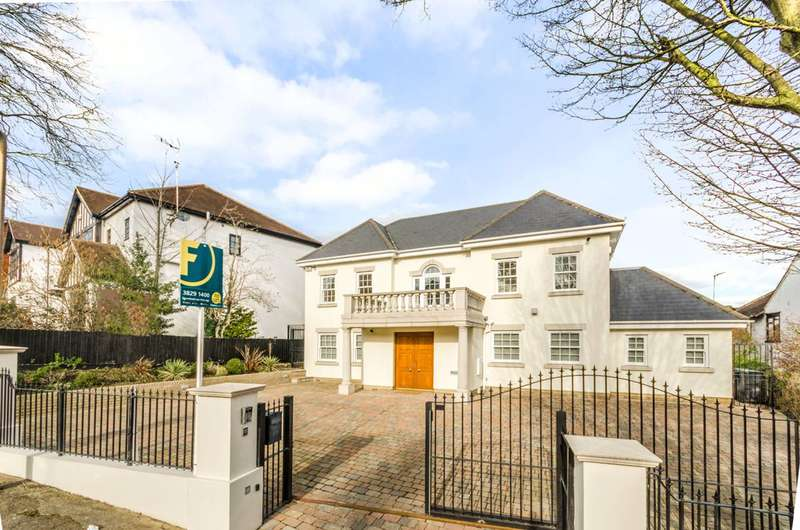 5 Bedrooms Detached House for sale in Connaught Avenue, Loughton, IG10