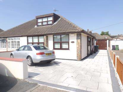 3 Bedrooms Bungalow for sale in Heathview Road, Widnes, Cheshire, WA8