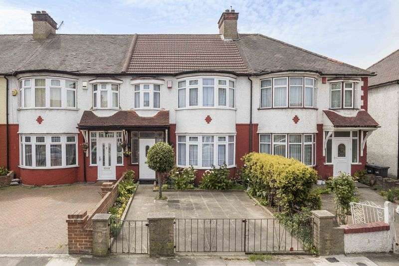 3 Bedrooms Terraced House for sale in Hedge Lane, Palmers Green, N13