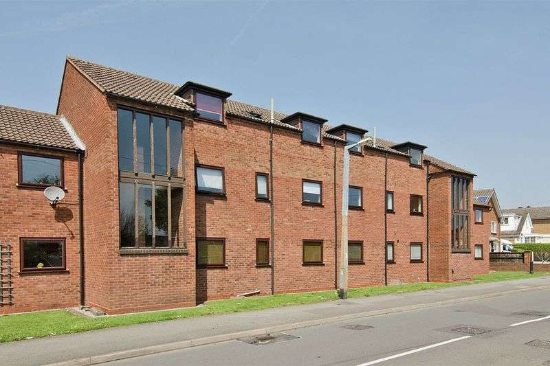 2 Bedrooms Flat for sale in Queens Court, Cottage Lane, Burntwood