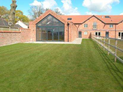 4 Bedrooms Barn Conversion Character Property for sale in Home Farm Barns, Chapel House Lane, Puddington, Wirral, CH64