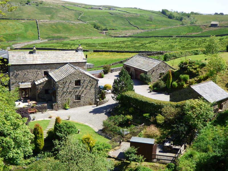 5 Bedrooms Detached House for sale in Beckside Barn, Mallerstang, Cumbria